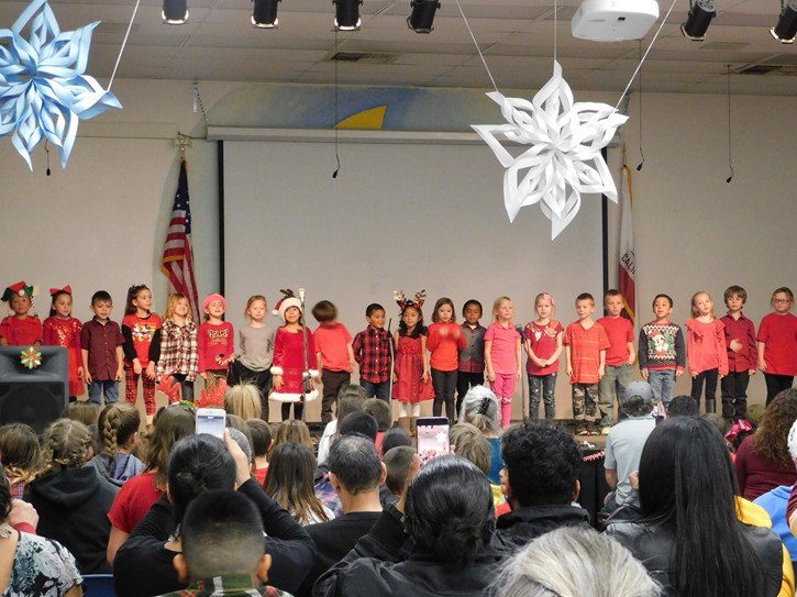 LES Kindergartners sing together for the holidays!