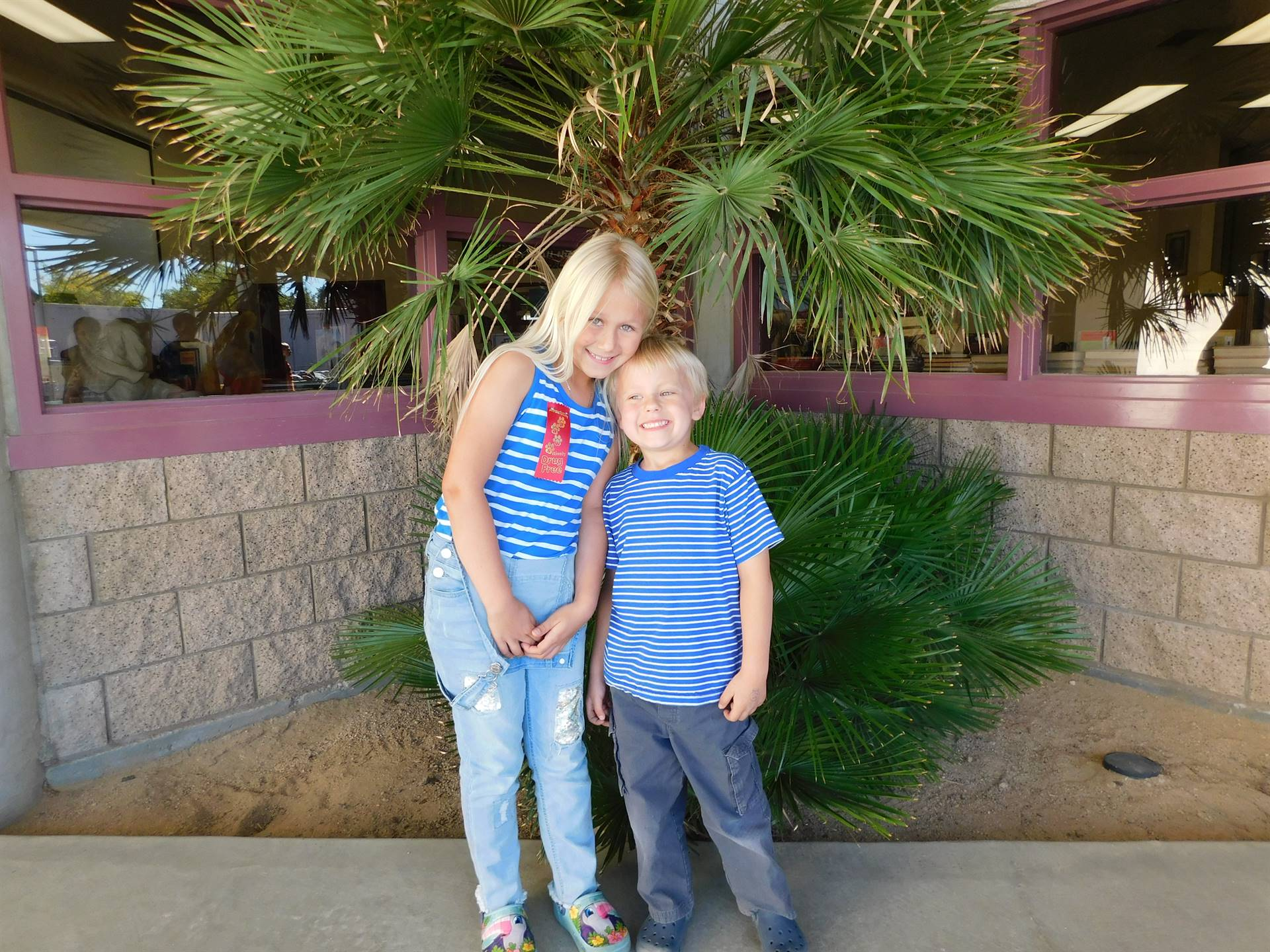 Students dress alike for Twin Day during LES Red Ribbon Week